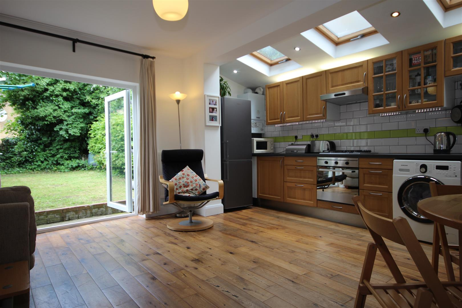 2 Bedrooms Maisonette Flat for sale in Harlesden